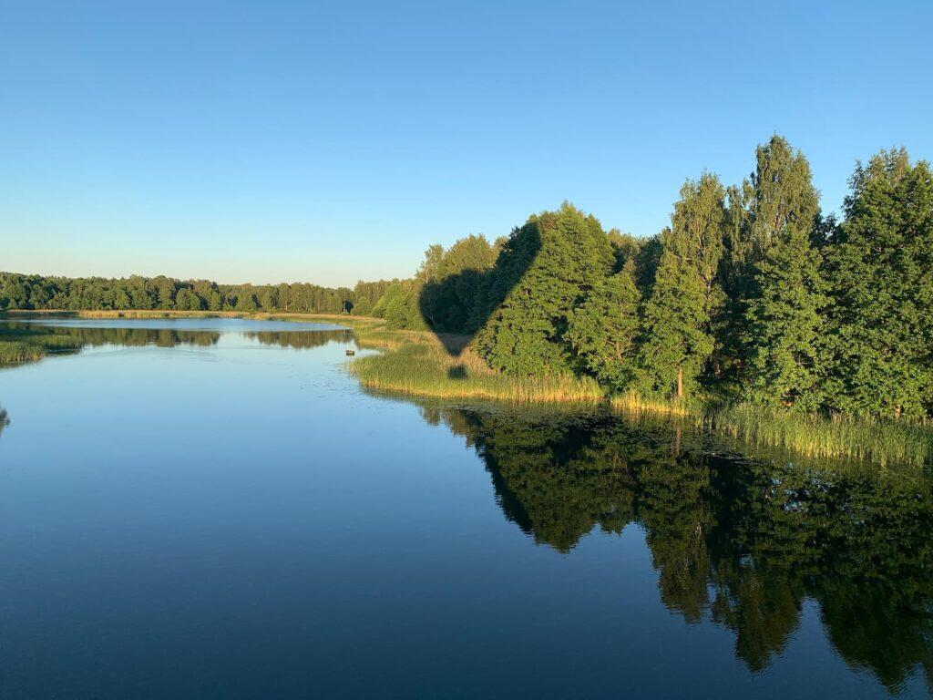 balloon-shadow-over-the-lake