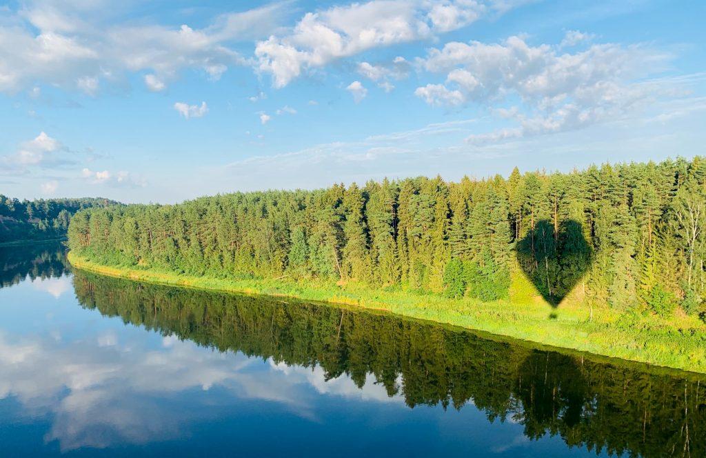 hot-air-balloon-over-river-nemunas-near-birstonas