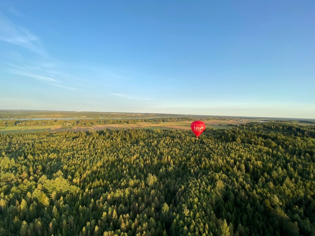 hot-air-balloon-over-the-forest