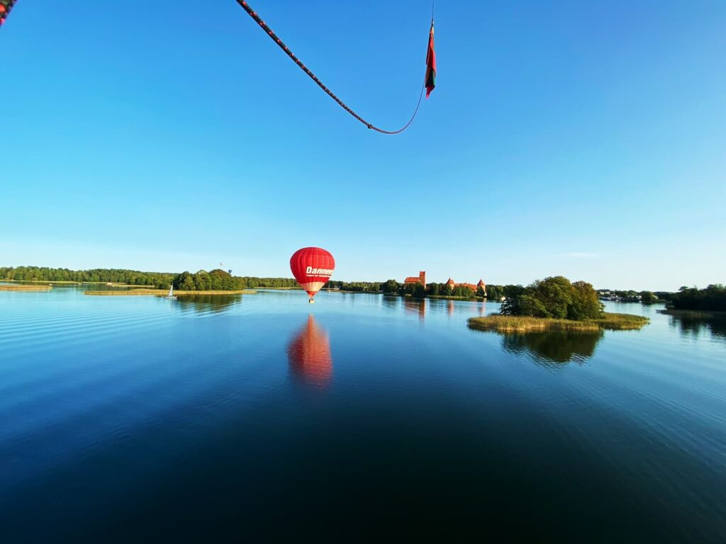 hot-air-balloon-over-the-lake-trakai