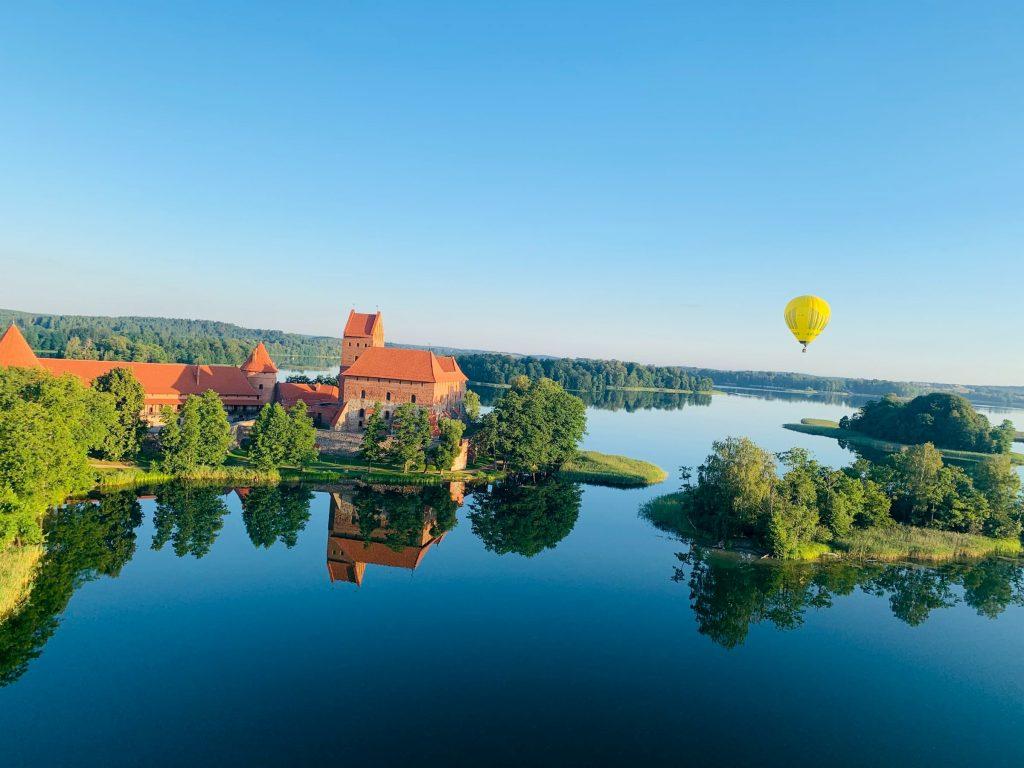 hot-air-balloon-over-trakai-castle