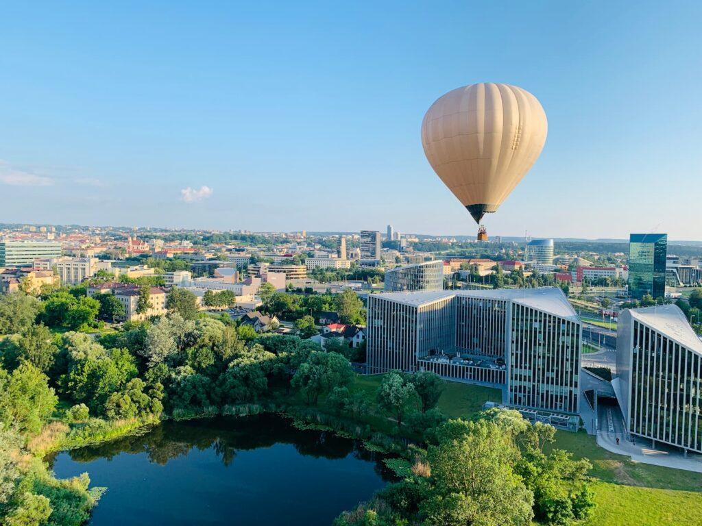 hot-air-balloon-vilnius-japan-garden