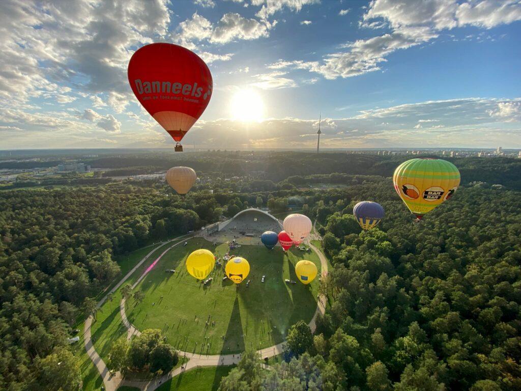 hot-air-balloons-taking-off-vingis park