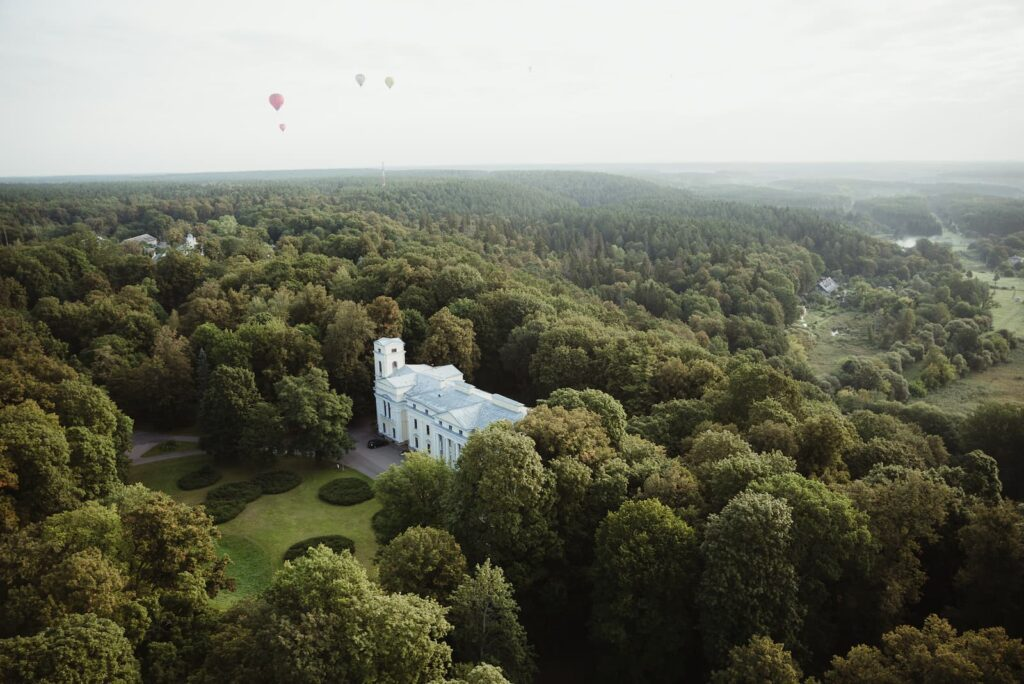verkiu-mansion-from-hot-air-balloon